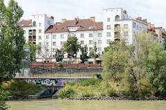 Blick über den Wiener Donaukanal zur Wohnanlage vom Sigmund Freud Hof. Der Baubeginn der Anlage war 1924 - Architekten Franz Krauß und Josef Tölk - ab 1931  Ludwig Tremmel.