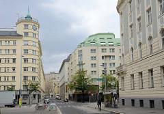 Architekturbilder aus  Wien - Blick über den Heumarkt in die Lisztstraße - Wohn- und Geschäftshäuser, u.a. Hotel, errichtet 1913.