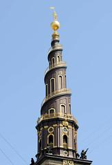 Kirchturm der Vor Freisers Kirke / Erlöserkirche in Kopenhagen. Die Barockkirche mit dem Korkenzieherturm wurde 1752 endgültig fertiggestellt.