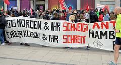 Demo gegen rechte Kundgebung in Hamburg - Hamburger Bündnis gegen Rechts  - Transparent, Nazis morden & ihr schweigt; Schüler kleben & ihr schreit.