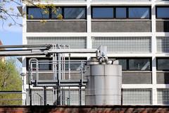 Bilder aus dem Hamburger Stadtteil Billbrook - Industrieanlagen im Gewerbegebiet an der Berzeliusstraße.