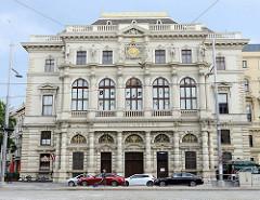 Palais Erzherzog Ludwig Viktor - Ringstraßenpalais in Wien, errichtet 1866 - Architekt Heinrich Freiherr von Ferstel. Ab 1910 wurde das Gebäude vom Militärcasinoverein genutzt  - jetzt Nutzung durch das Burgtheater.