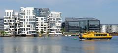 Wasserfront am Hafen von Kopenhagen,  moderne Architektur von Neubauten / Wohnhäusern am Wasser in Havneholmen.