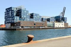 Blick über den Orientkai und dem Orienthafenbecken zur Internationalen Schule von Kopenhagen; eröffnet 2017 - Architekt  C.F. Møller.