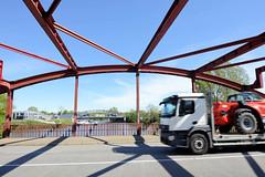 Bilder aus dem Hamburger Stadtteil Billbrook - Stahlkonstruktion der Borsigbrücke über den Tiefstack Kanal.