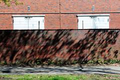 Bilder aus dem Hamburger Stadtteil Billbrook - Ziegelmauer  und Lagergebäude in der Berzeliusstraße.