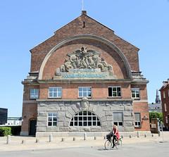 Historisches  Produktionsgebäude, Fabrik  einer Zuckerraffinade in  der Langebrogade /  Christianshavn von Kopenhagen - die ehem. Zuckerraffinade wurde bis 1964 genutzt, dann Lager und z. Zt. Verwaltungsgebäude.