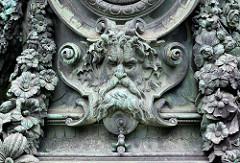 Detailbilder der Architektur Wiens - Lampensockel, Relief.