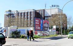 Bilder aus dem Hamburger Stadtteil Billbrook - Blick vom Billbrookdeich zur Hotel an der Wöhlerstraße.