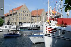 Schiffe und Verwaltungsgebäude / Speicher am Christianshavns Kanal in Kopenhagen.