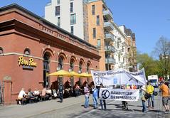 Ostermarsch 2019 - Demo für Abrüstung in Hamburg. Spitze vom Demonstrationszu in der Langen Reihe in Hamburg St. Georg am Restaurant Peter Pane - ehem. Turnhalle.