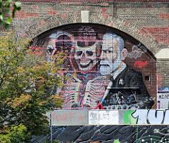 Freud-Graffiti an den Kaimauern des Donaukanals in Wien.