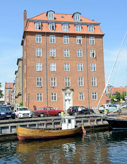 Blick über den Christianshavns Kanal zum Seemannsheim / Prinsesse Maries Hjem in Kopenhagen.