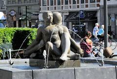 Brunnen - Mann / Frau auf dem Rathausplatz von Frederiksberg in Kopenhagen.