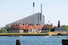 Blick über den Kopenhagener Hafen auf das Amager Ressource Centre / Müllverbrennungsanlage.