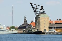 Denkmalgeschützter Hafenkran in Kopenhagen, errichtet 1742 - er diente zum Aufstellen von Schiffsmasten.