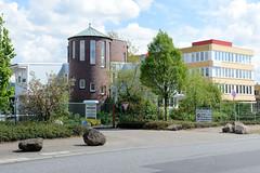 Fotos von Hamburgs Stadtteil Billbrook, Bezirk Hamburg Mitte - Verwaltungsgebäude in unterschiedlichen Baustilen im Industriegebiet an der Bredowstraße.