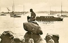 Historische Fotografie der Kleinen Meerjungfrau an der Uferpromenade Langelinie in Kopenhagen. Bronzefigur nach dem Vorbild in dem gleichnamigen Märchen des dänischen Dichters Hans Christian Andersen; Bildhauer Bildhauer Edvard Eriksen, 1913.