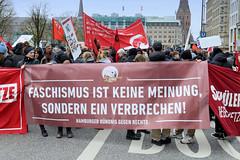Demo gegen rechte Kundgebung in Hamburg - Hamburger Bündnis gegen Rechts - Transparent, Faschismus ist keine Meinung, sondern ein Verbrechen.