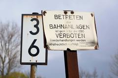 Bilder aus dem Hamburger Stadtteil Billbrook - Bahngelände/Industriebahn an der Berzeliusstraße, Schild: Betreten der Bahnanlagen verboten.