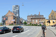 Moderne und historische Architektur im Hafengebiet vom Westhafen in Kopenhagen / Dampfærgevej.