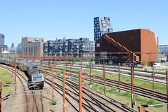 Bahnverkehr / Bahngleise  - moderne Architektur an der Kalkbrænderihavnsgade in Kopenhagen.