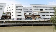 Moderne Architektur am Ufer des Donaukanals - Spittelau, Entwurf Architektin Zaha Hadid, 2005.
