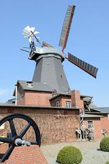 Riepenburger Mühle am Kirchwerder Mühlendamm in Hamburg Kirchwerder; die Holländermühle wurde 1828 erbaut.