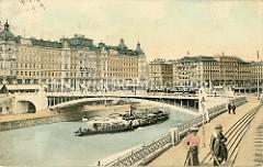Alte colorierte Fotografie vom Donaukanal in Wien - ein Fahrgastschiff / Raddampfer fährt unter der Marienbrücke - re. im Hintergrund das Hotel Metropole.