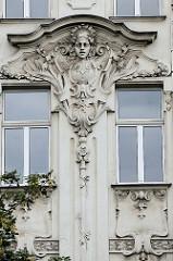 Detailbilder der Architektur Wiens - Hausfassade mit Jugendstildekor.