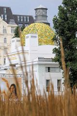 Detailbilder der Architektur Wiens - goldene Kuppel vom Ausstellungsgebäude der Wiener Secession; Entwurf Joseph Maria Olbricht 1898.