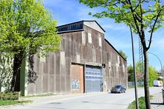 Bilder aus dem Hamburger Stadtteil Billbrook - großes Lagergebäude mit Oberlicht und Holzfassade am Billbrookdeich.
