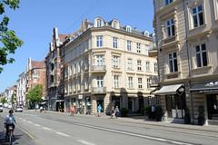 Wohnhäuser / Geschäftshäuser in der Gammel Kongevej von Kopenhagen.
