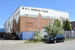 Bilder aus dem Hamburger Stadtteil Billbrook - hohes Lagergebäude mit historischen Gebäuden der Hamburger Speicherstadt als Fassadenbild in der Werner-Siemens-Straße.
