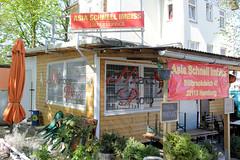 Bilder aus dem Hamburger Stadtteil Billbrook - Asia Schnell Imbiss mit vergitterten Fenstern an der Straße Billbrookdeich.