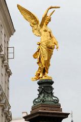 Detailbilder der Architektur Wiens - Liebenberg-Denkmal in Wien - Göttin des Sieges, Entwurf stammt vom Architekten Franz von Neumann.