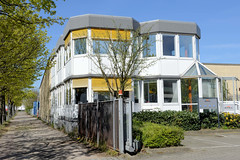 Bilder aus dem Hamburger Stadtteil Billbrook - wabenförmige Architektur eines Verwaltungsgebäudes in der Berzeliusstraße.