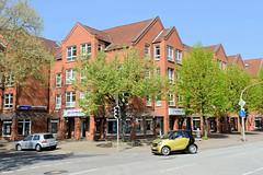 Fotos aus der Gemeinde Bönnigstedt - Kreis Pinneberg - Metropolregion Hamburg. Neubauten von Wohn- und Geschäftsgebäuden in der Bönningstedter Kieler Straße / Ellerbeker Straße, Architektur der 1980er Jahre.