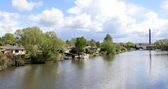 Fotos  aus dem Hamburger Stadtteil Rothenburgsort - Bezirk Mitte. Blick von der Bahnbrücke der Güterumgehungsbahn auf die Bille   und den Kleingartenverein Billtal.
