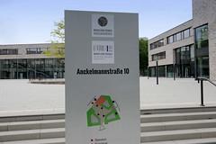 Fotos aus dem Hamburger Stadtteil Borgfelde - Bezirk Hamburg Mitte. Eingang zur beruflichen Schule an der Ankelmannstraße.