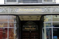 Bilder vom Neuen Wall - Stadtteil Hamburg Neustadt. Eingang vom historischen Hildebrandhaus, errichtet 1908 - Architekten  Frejtag & Wurzbach.