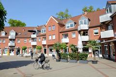 Fotos aus der Gemeinde Bönnigstedt - Kreis Pinneberg - Metropolregion Hamburg. Moderne Kleinstadtarchitektur der 1980er Jahre - Wohnhäuser / Geschäftshäuser am Bönningstedter Markt.