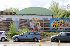 Fotos  aus dem Hamburger Stadtteil Rothenburgsort - Bezirk Mitte. Buntes Fassadenbild in der Straße Mühlenhagen, Gabelstaplerfahrer mit Holz-Paletten.
