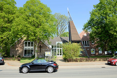 Fotos aus der Gemeinde Bönnigstedt - Kreis Pinneberg - Metropolregion Hamburg. Blick zur Bönningstedter Simon Petrus Kirche in der Ellerbeker Straße.