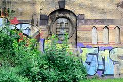 Fotos aus dem Hamburger Stadtteil Borgfelde - Bezirk Hamburg Mitte. Eisenbahnbrücke mit gelben Ziegelsteinen Hamburg Wappen sowie großflächiges Graffiti am Anckelmannsplatz.