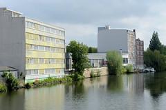 Fotos aus dem Hamburger Stadtteil Hamm - Bezirk Mitte. Blick von der ersten Grevenbrücke / Grevenweg auf Verwaltungs- und Lagergebäude am Mittelkanal, ein Industriekanal Gewerbegebiet von Hamburg-Hamm.