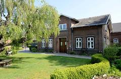Fotos aus der Gemeinde Bönnigstedt - Kreis Pinneberg - Metropolregion Hamburg. Gebäude vom Bönningstedter Heimatmuseum - ehem. Wohnhaus des Schuldirektors vom dahinterliegenden Schulgebäude.