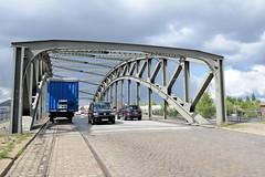 Fotos  aus dem Hamburger Stadtteil Rothenburgsort - Bezirk Mitte. Blick auf die Eisenkonstruktion der Liebigbrücke, die über den Tierstackkanal führt.