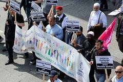 Demonstration Ein Europa für alle am 19.05.2019 mit   ca. 12 000 TeilnehmerInnen in der Hansestadt Hamburg. Demonstranten mit Transpartent und Schildern Hamburger Muslime für Vielfalt und gegen Rechte Einfalt.