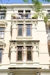 Architekturfotos aus dem Hamburger Stadtteil Eimsbüttel - Bezirk Eimsbüttel; Wohnhaus im Baustil der Gründerzeit, Von- der- Tann- Straße.